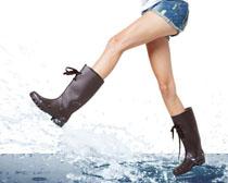 女性腿部飞溅水花PSD素材
