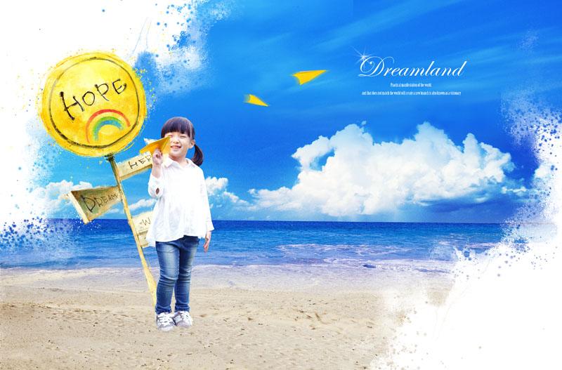 psd素材 人物图片 大海 蓝天 沙滩 提示牌 孩子 儿童 小女孩 纸飞机