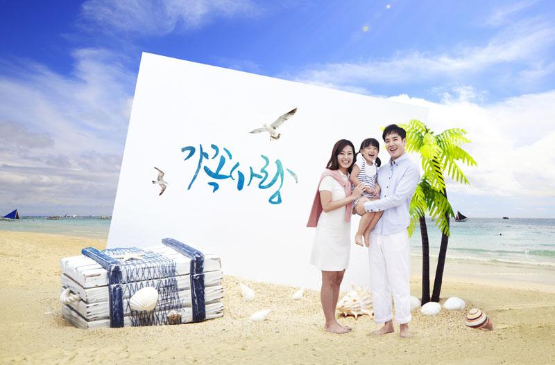 关键字: 自然风景海洋海边蓝色天空海鸥椰子树旅游沙滩箱子一家人幸福图片