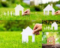 纸房子与草地摄影高清图片