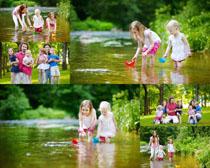 河流玩耍的一家人摄影时时彩娱乐网站