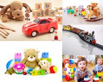 儿童玩具与小男孩摄影高清图片
