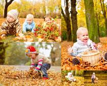 可爱小孩与秋天风景时时彩娱乐网站