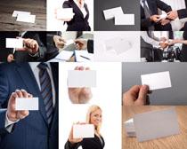 手拿空白名片的职业人物高清图片