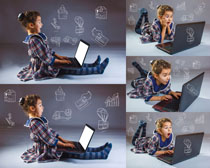 惊奇的女孩与笔记本摄影高清图片