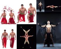健身房男人正在健身攝影圖片