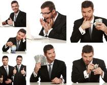 手拿美元的男人摄影高清图片
