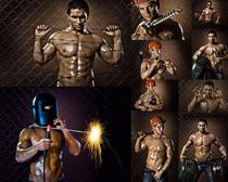 手拿工具的肌肉男人攝影高清圖片