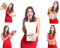 手抱礼物惊奇的女人摄影高清图片