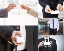 手拿名片的商务男子摄影时时彩娱乐网站