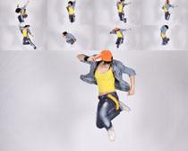 跳跃的男孩拍摄高清图片