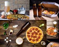 披萨与酒瓶摄影高清图片