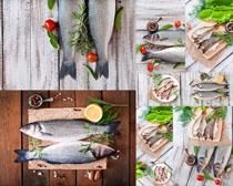新鲜海鱼与柠檬摄影高清图片