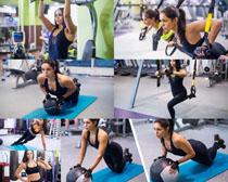 健身房练习的女人摄影高清图片