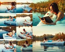 小溪漂浮床与美女摄影高清图片