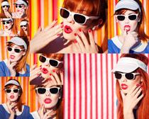 戴眼镜的美女摄影高清图片
