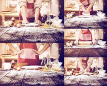 制作面包的女人摄影高清图片