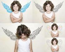 微笑的小男孩天使摄影高清图片