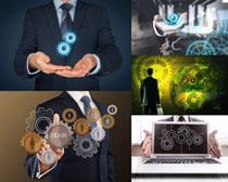 科技图标与商务男士摄影高清图片