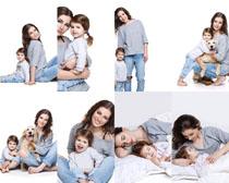 妈咪宝宝与狗摄影高清图片