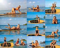 冲浪板与性感美女摄影高清图片