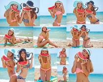 吃西瓜的海滩女人摄影高清图片