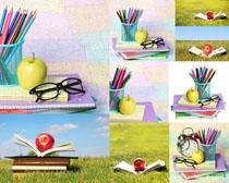 学习用具与苹果摄影高清图片