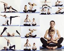 瑜伽女人与小男孩摄影高清图片