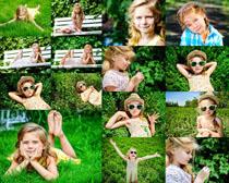 草地写真小女孩摄影高清图片