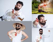 公鸡与欧美男人摄影高清图片