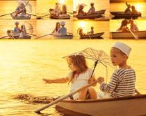 划船的小朋友摄影高清图片