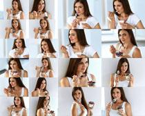 吃东西的美女拍摄高清图片