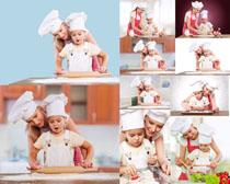 妈咪儿子厨艺摄影高清图片