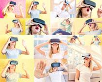 看3D眼晴的女人摄影高清图片
