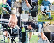 坐轮椅的男人摄影高清图片