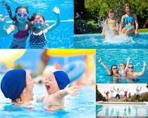 游泳的快乐人物拍摄高清图片