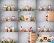 纸箱欧美家庭人物摄影高清图片