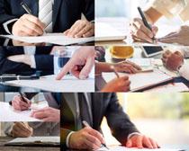写字的商务人士摄影高清图片