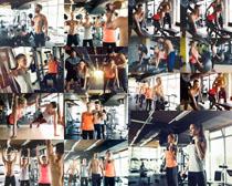 一起健身的欧美男女摄影高清图片
