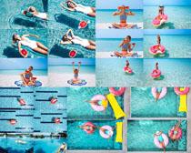 游泳池比基尼美女拍摄高清图片