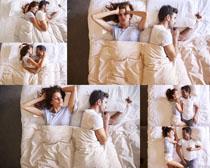 床上的夫妻摄影高清图片