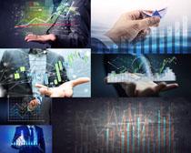 商务男子分析表摄影高清图片