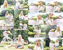 户外自行车美女摄影高清图片
