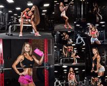 健身房女子拍摄高清图片
