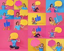 年轻女孩与对话框摄影高清图片