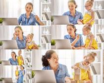 宝宝与办公女人摄影高清图片