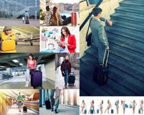 手托旅行箱人物摄影高清图片