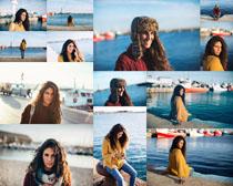 海边微笑的女人摄影高清图片