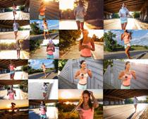 晨跑的欧美女子摄影高清图片