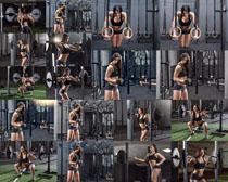 健身房哑铃女子摄影高清图片